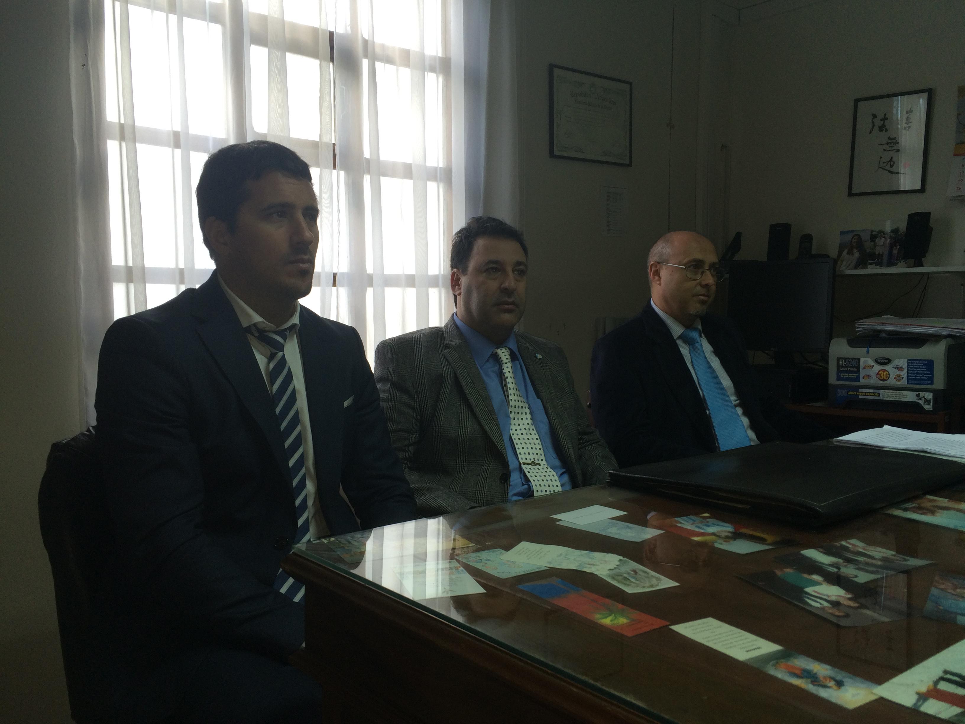 Los fiscales Gonella, Rapoport y García Lois explicaron la presentación durante una conferencia de prensa en la Fiscalía Federal de Río Grande. -