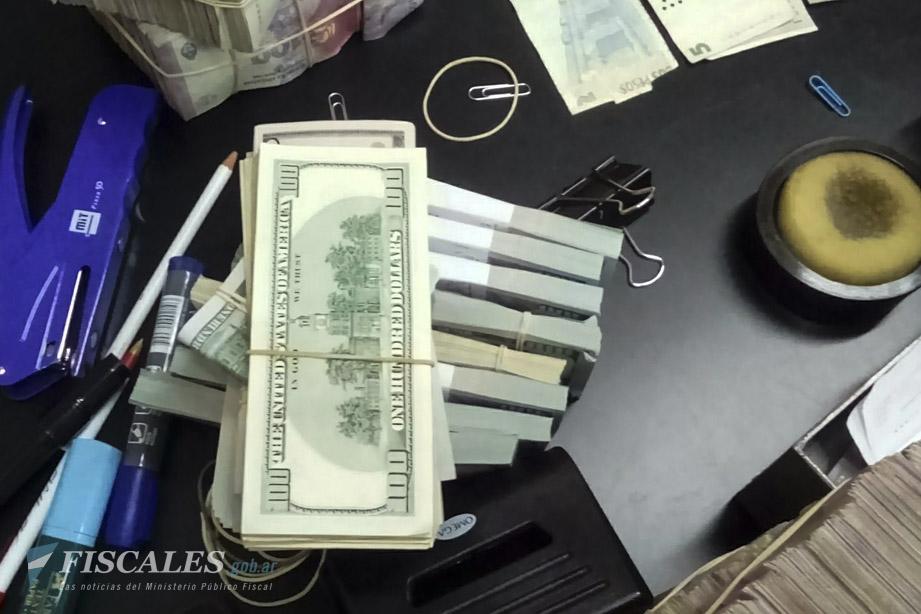 Aún no terminó de contarse el dinero secuestrado, pero se trata de millones de pesos y de dólares, entre otras divisas, y de alhajas.  - Foto: Fiscalía Federal de Corrientes