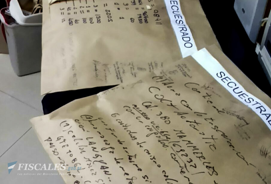 Durante los procedimientos fue secuestrada documentación que será analizada por los investigadores. - Foto: Fiscalía Federal de Corrientes