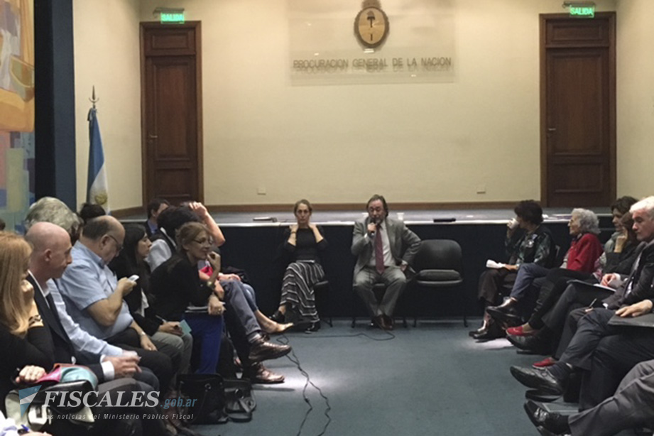 El fiscal Jorge Auat y Carolina Varsky encabezaron la nueva reunión. - Foto: Procuraduría de Crímenes contra la Humanidad.