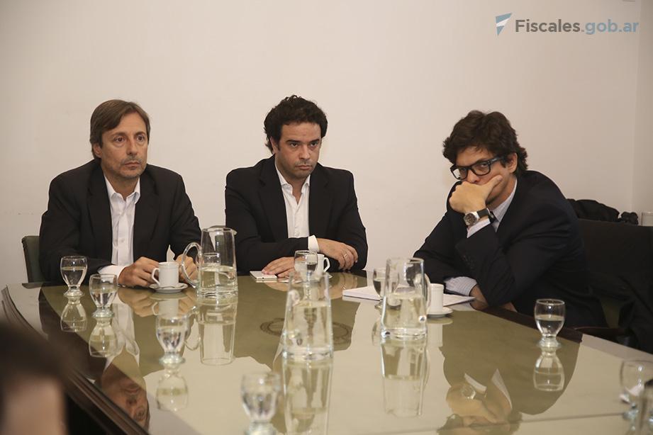 Roberto Salum, Santiago Eyherabide  y Leonardo Filipini, de la UFI AMIA. - Foto: Matías Pellón/Ministerio Público Fiscal/www.fiscales.gob.ar