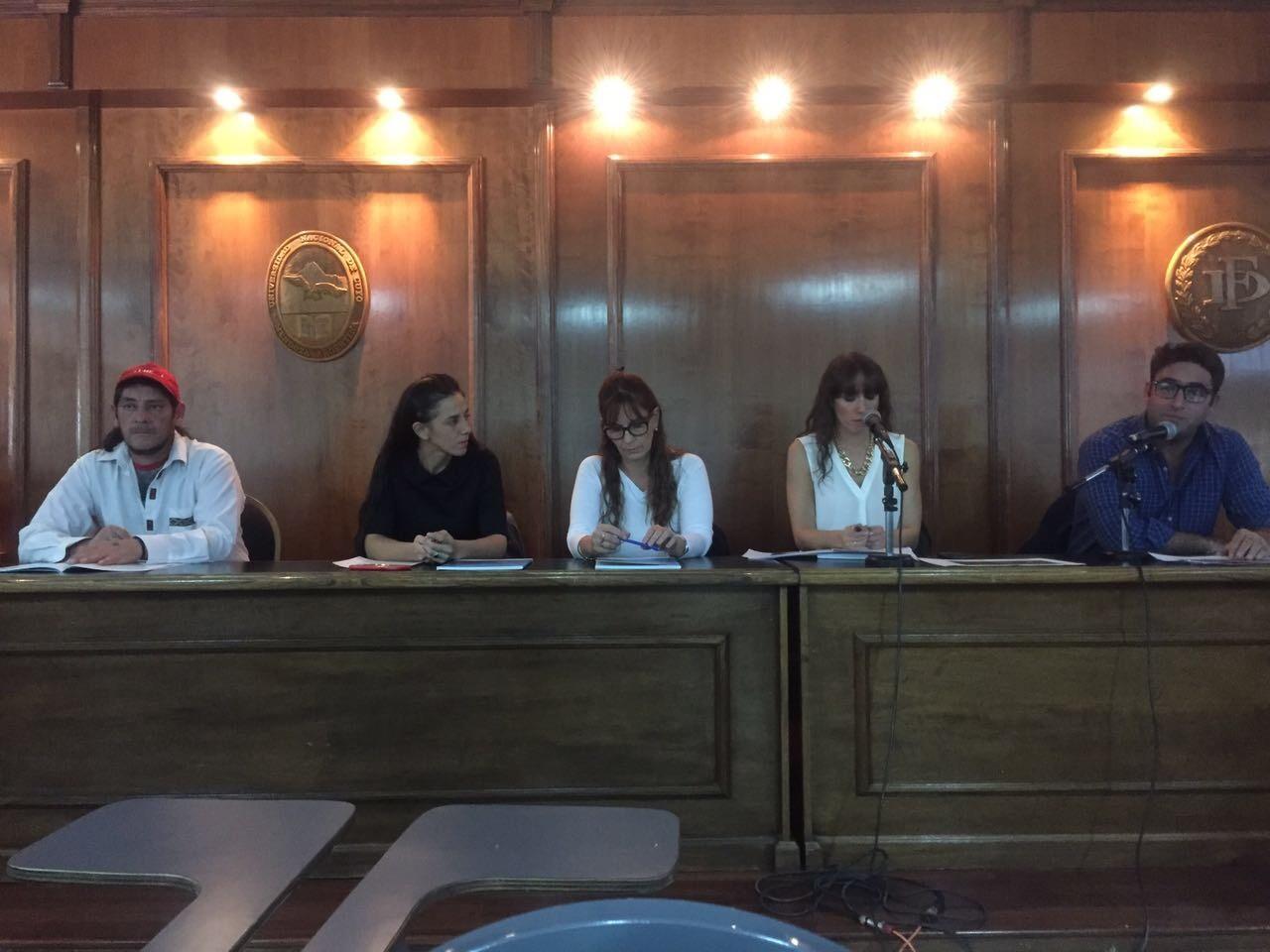 Emilio Maturana, Milagros Noli, Patricia Santoni, María del Valle Gómez Lausi, y Julián Axat.  -