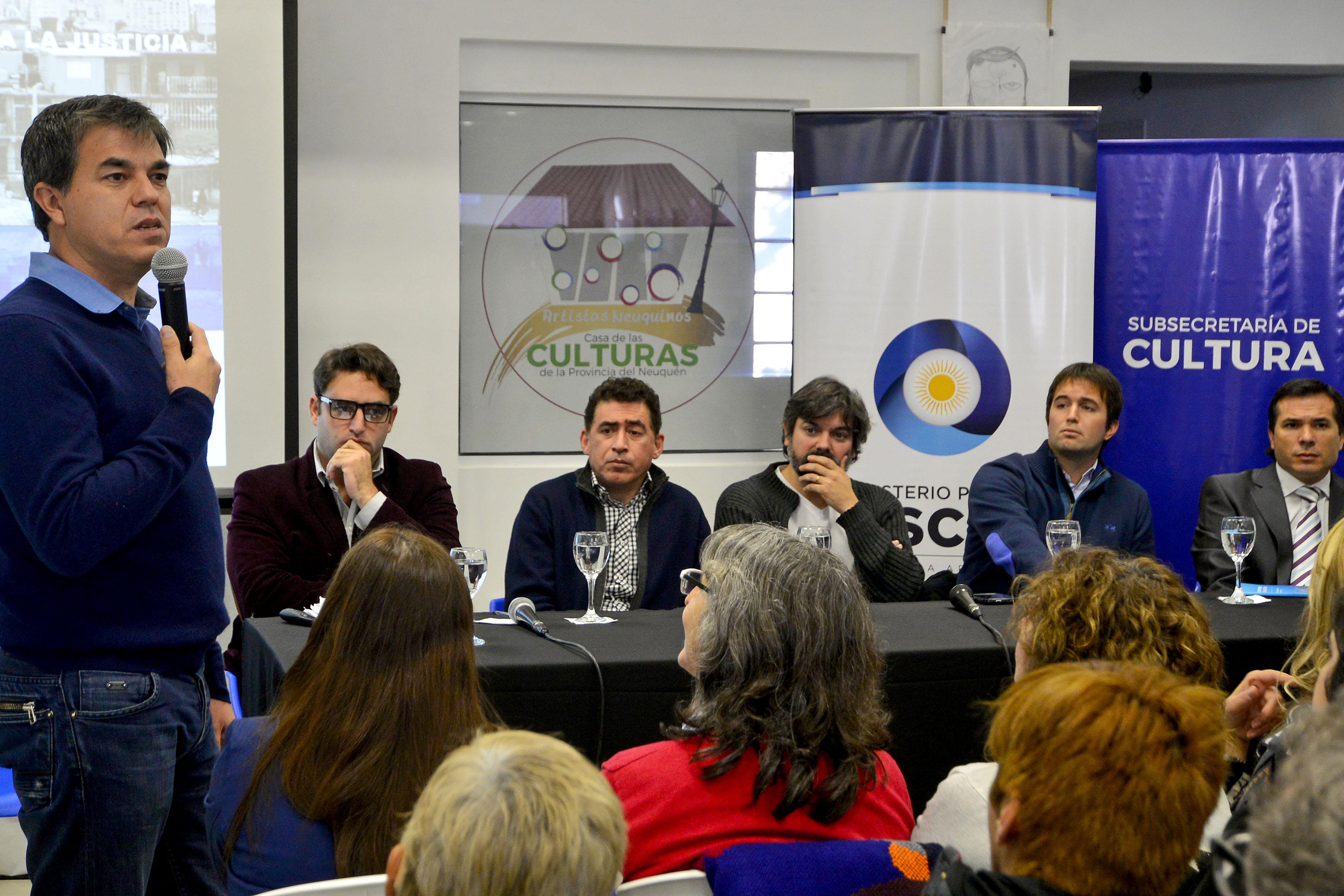En la casa de las cultura el ministro Gustavo Alcaraz junto a funcionarios provinciales y nacionales presento el libro Agencia territoriales de acceso a la justicia.