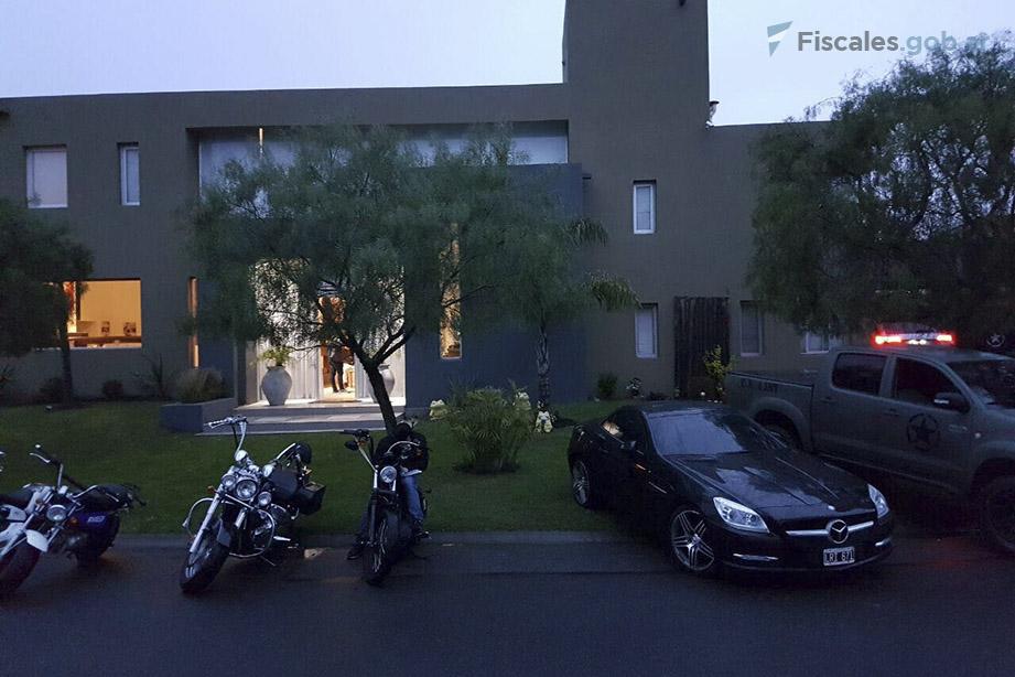 En los allanamientos fueron secuestrados más de un centenar de autos y motos. - Imagen remitida por la Fiscalía Federal N°8.