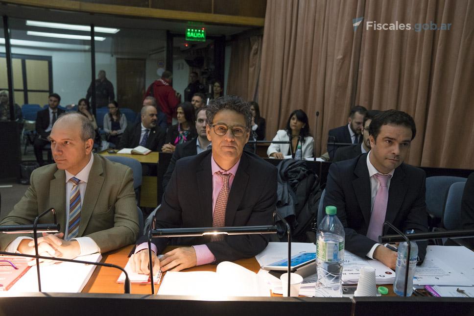 Los fiscales Sergio Rodríguez, Marcelo Colombo y Santiago Eyherabide representan al MPF. - Foto: Claudia Conteris/ Ministerio Público Fiscal/www.fiscales.gob.ar