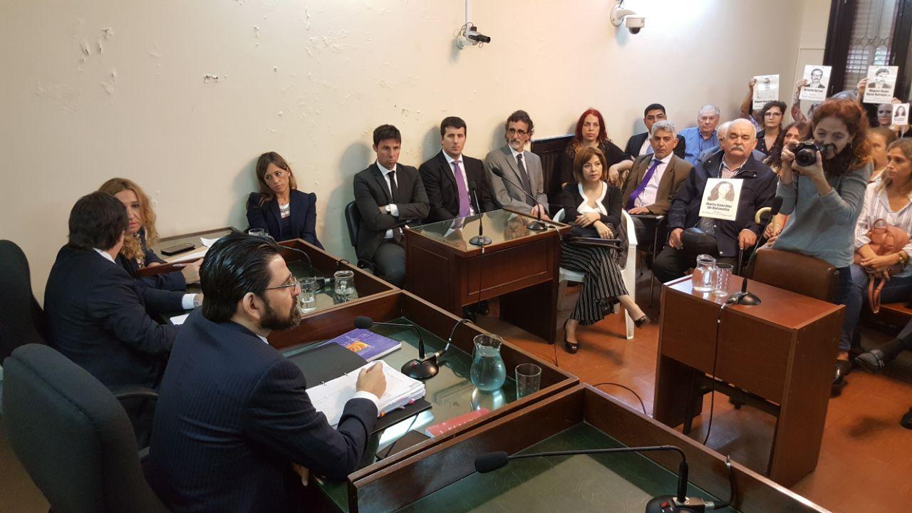 La pequeña sala de audiencias fue colmada este mediodía para la lectura del veredicto. - Fotos: Gentileza de Daniel Cáceres.