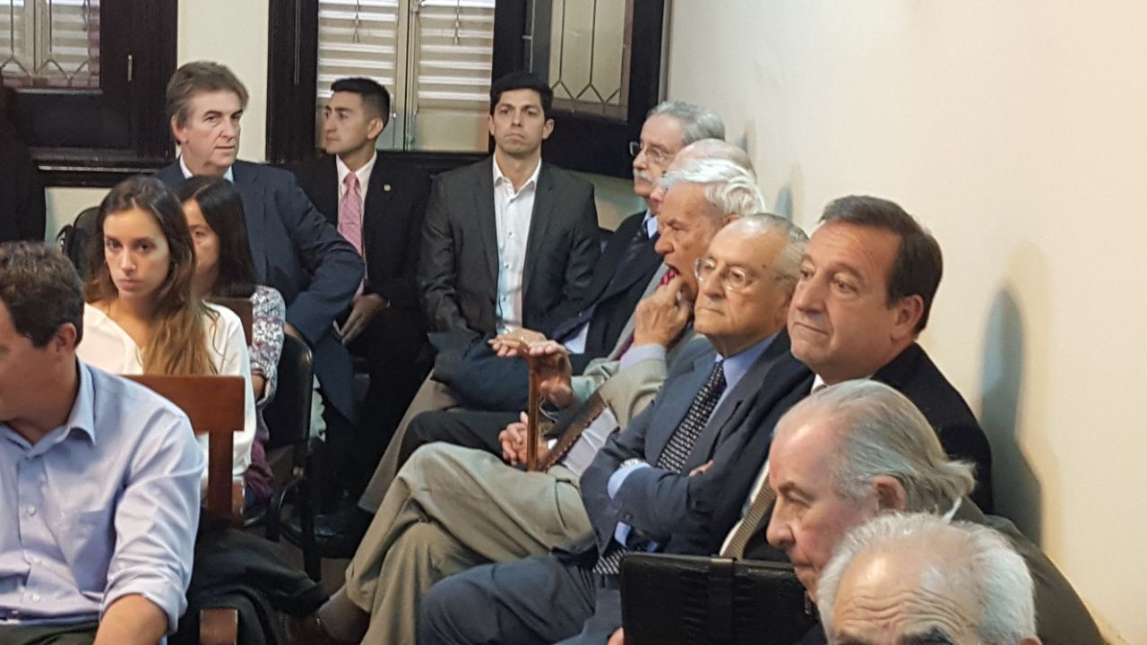 Los acusados siguieron el debate en uno de los extremos de la sala.  - Fotos: Gentileza de Daniel Cáceres.