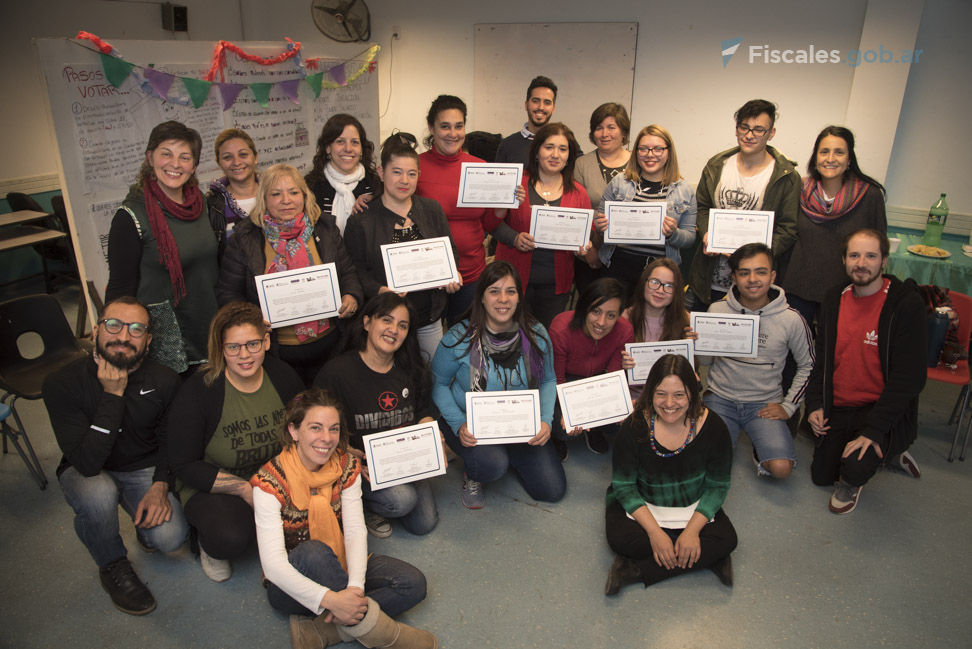 22 personas recibieron sus certificados en Barracas. - Foto: Claudia Conteris/ Ministerio Público Fiscal/www.fiscales.gob.ar