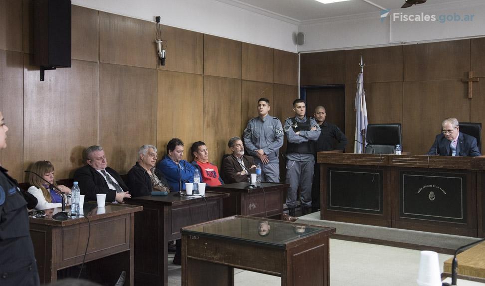 Los imputados, durante un tramo de la audiencia en la que se dio a conocer el veredicto. - Foto: Claudia Conteris/ Ministerio Público Fiscal/www.fiscales.gob.ar
