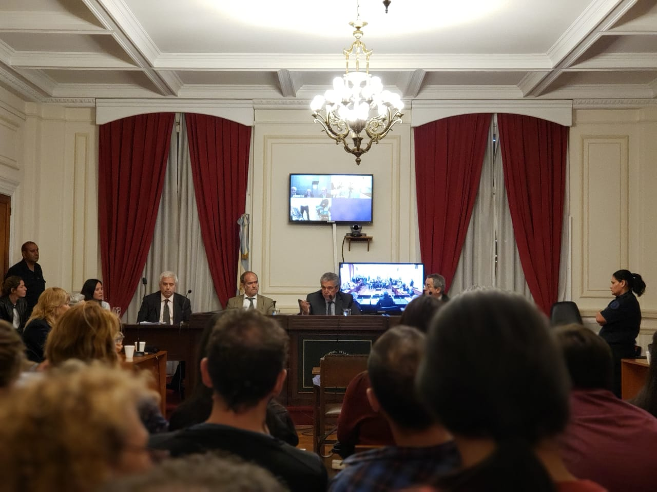 El TOF N°2 de La Plata, al dar a conocer el veredicto. -