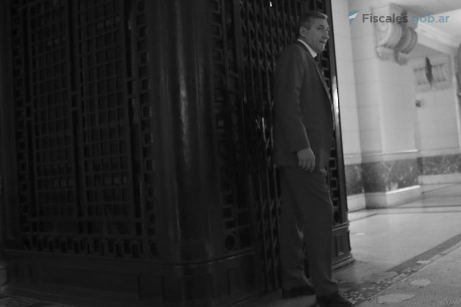 El fiscal Julio César Castro, al ingresar a la audiencia. - Foto: Matías Pellón/ Ministerio Público Fiscal/www.fiscales.gob.ar