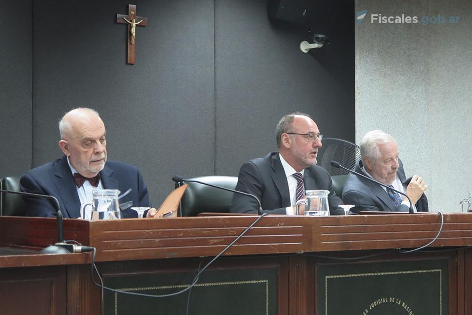 El Tribunal está integrado por Roberto Falcone, Mario Portela y Alfredo Ruiz Paz - Foto: Belén Cano.