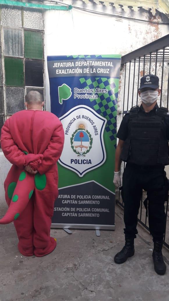 Un hombre fue interceptado en Capitán Sarmiento cuando circulaba disfrazado. -