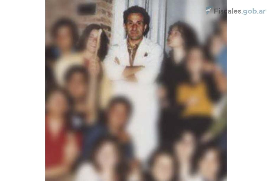 Rodolfo Gini fue secuestrado en su domicilio en la madrugada del 2 de diciembre de 1975. Sus restos fueron hallados con 16 ,impactos de armas de fuego. -