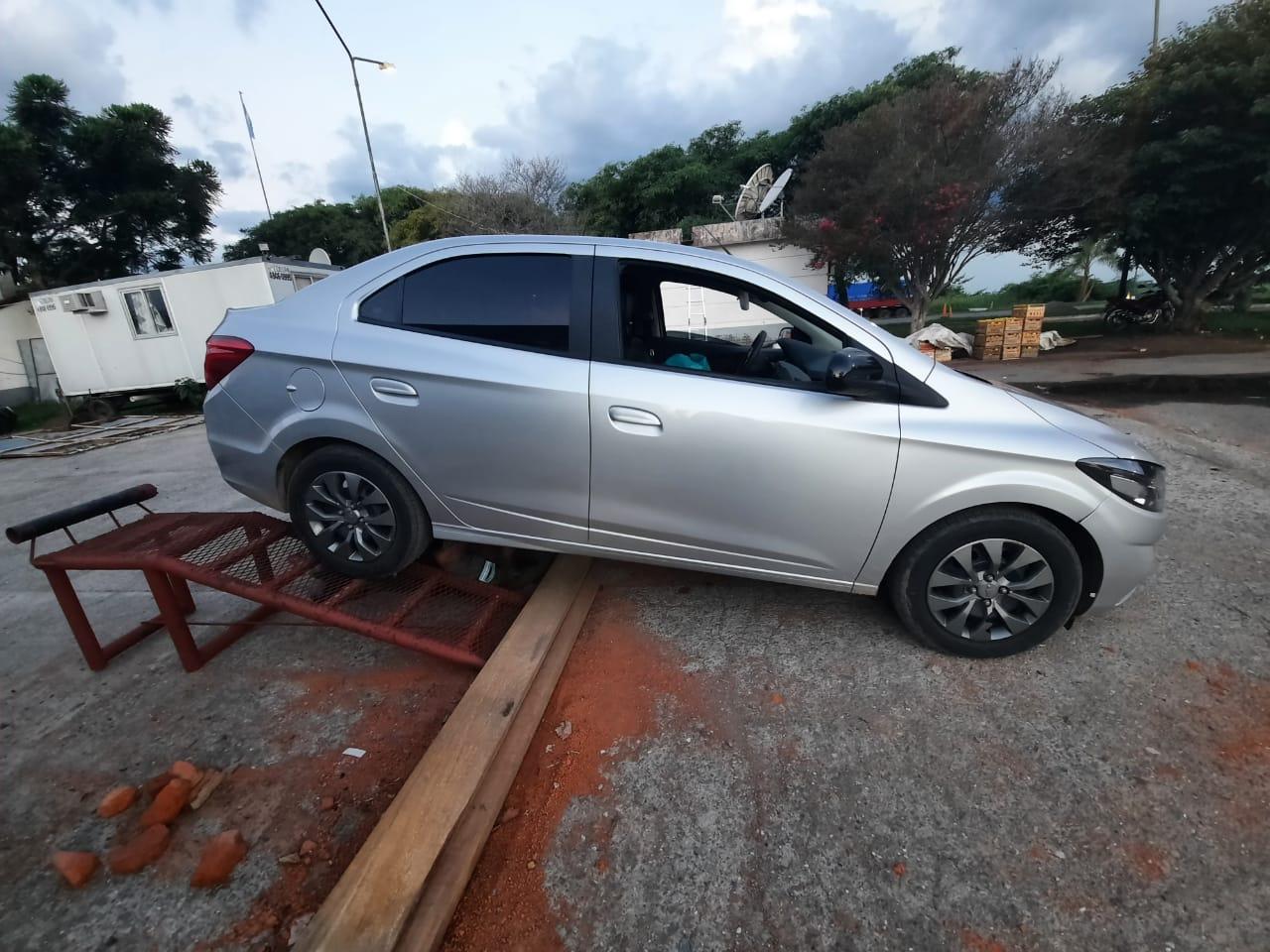 El automóvil fue detenido por personal del Escuadron de la Gendarmería Nacional en el puesto El Naranjo, en el sur de la provincia.  - Fotos: Gendarmería Nacional.