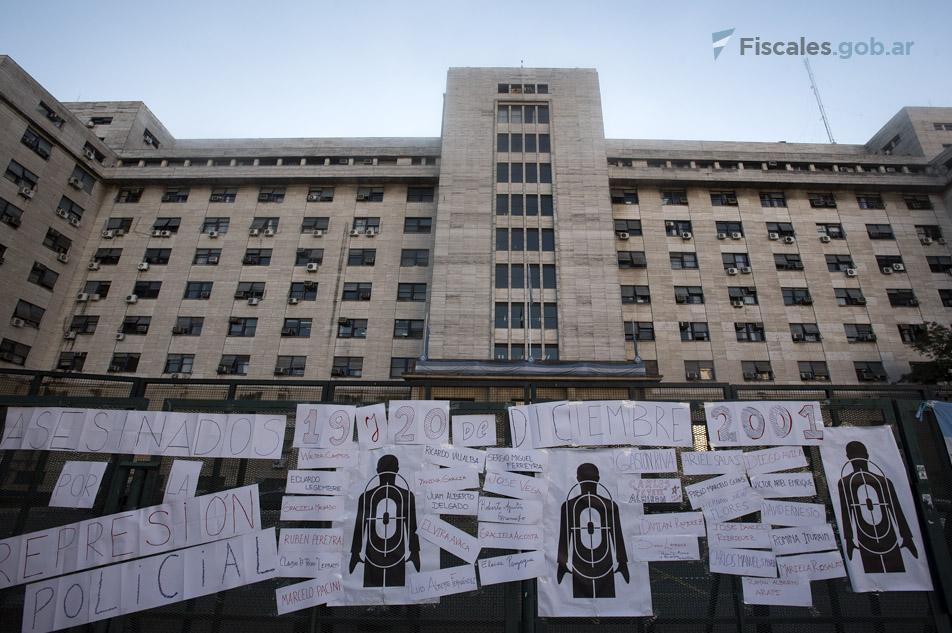 Los tribunales federales de Comodoro Py, cuando se conoció la sentencia en 2016. - Foto: Claudia Conteris/Miinisterio Público Fiscal/www.fiscales.gob.ar