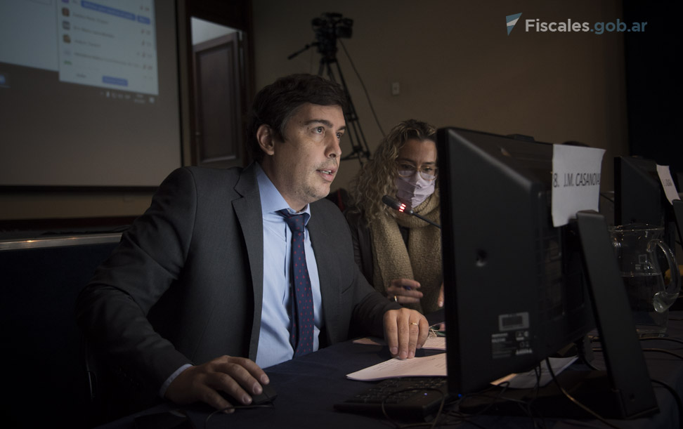 El secretario de Disciplinaria y Técnica, Juan Manuel Casanovas, leyó los considerandos de la resolución.  - Foto: Claudia Conteris/Fiscales.gob.ar