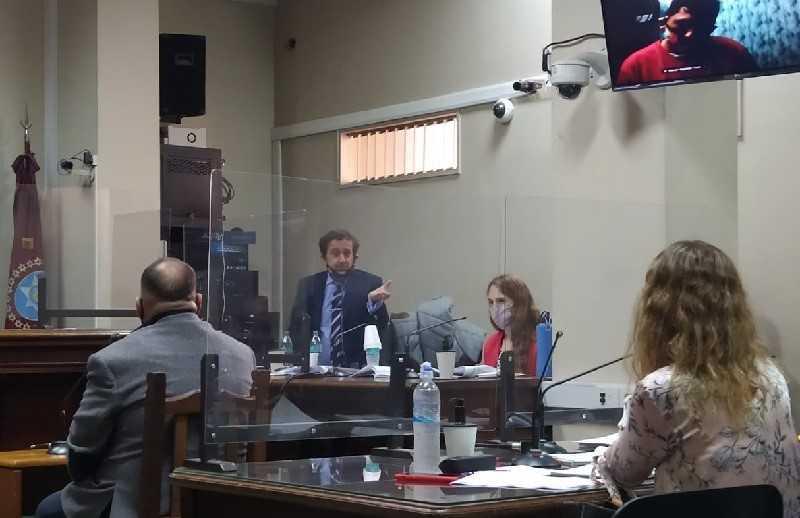 El fiscal Eduardo Villalba y la auxiliar fiscal Mariana Gamba durante una de las audiencias del debate. -